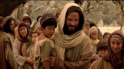 Jesús con niño en brazaos
